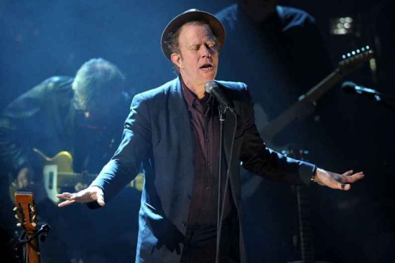 Tom Waits – The Piano Has Been Drinking